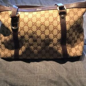 Signature a Gucci bag